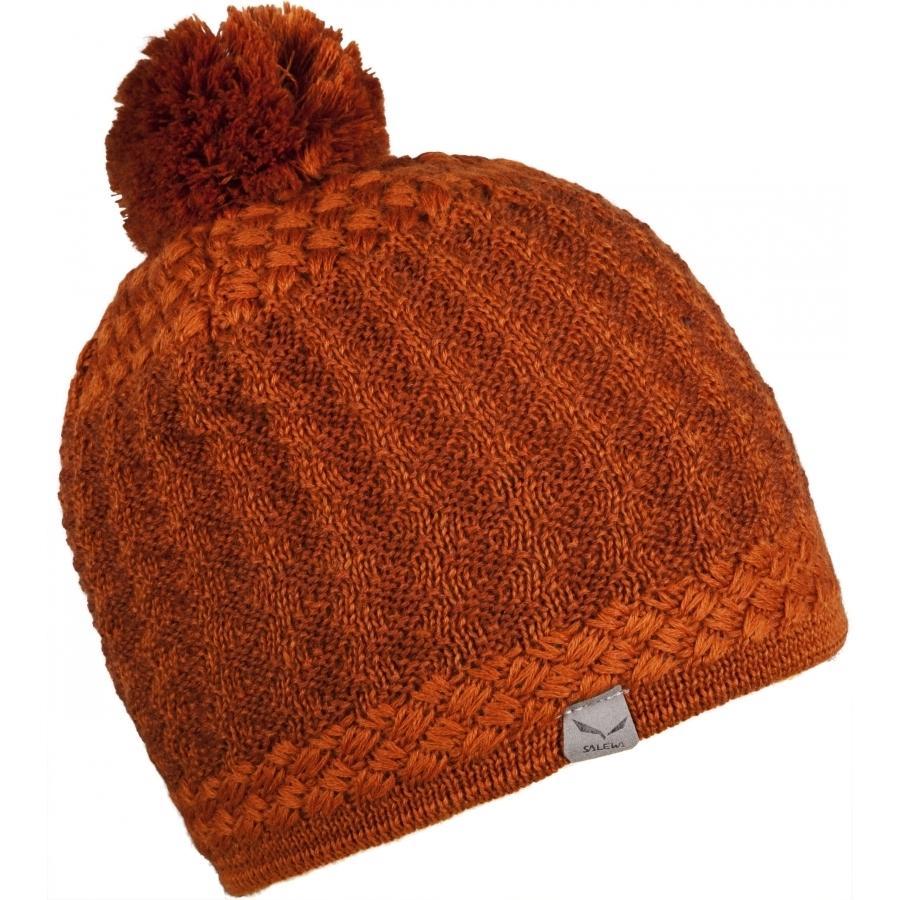 женская шапка salewa