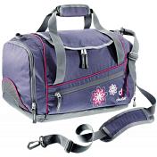 Сумка на плечоСумки для города<br>Вместительная сумка для спортивной формы<br> <br> -большое основное отделение<br> -вентилируемое отделение для обуви<br> -передний и боковой карман на молнии<br> -внутренние карманы из сетки<br> -плечевой ремень регулируется<br> -материал Deuter-Super-Polytex - прочная, легкая универсальная ткань из нитей 600 den с усиленным ПУ покрытием<br> -вес 480 гр<br> -объем 20 л<br> -размеры 43 * 32 * 24 см