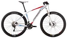 ВелосипедКолеса 29 (найнеры)<br>Легкий хардтейл для езды в стиле кросс-кантри с оборудованием профессионального класса Shimano, 30 скоростей. Технические особенности: алюминиевая рама Orbea Hydroformed, амортизационная вилка RockShox XC32 TK Air, двойные обода Mavic XM119 DISC, дисковые гидравлические тормоза Formula C1. Подходит для спортивного катания в стиле кросс-кантри. Диаметр колес - 29 дюймов.<br> <br> Рама: Orbea алюминий, гидроформинг, тройной баттинг. Патентованная конструкция 4x4 evo. Коническая рулевая труба. Геометрия XC Evo racing. Крепления тормоза post mount.<br> Вилка: RockShox XC30 TK 100, конусный шток, QR<br> Система: Fsa Comet Megaexo 22x30x40<br> Рулевая колонка: Fsa 1-1/8 - 1-1/2 интегрированная<br> Руль: Orbea OC-II прямой, 700мм<br> Вынос: Orbea OC-II<br> Манетки: Shimano Deore M591<br> Тормоза: Shimano M396 дисковые гидравлические<br> Зад.переключатель: Shimano Deore M593 Shadow<br> Пер.переключатель: Shimano Deore M591 31.8мм<br> Цепь: Kmc X-10 скоростей<br> Колеса: Orbea алюминий, под дисковый тормоз<br> Колеса: Orbea алюминий, под дисковый тормоз<br> Кассета: Shimano HG50 11-36 10 скоростей<br> Покрышки: Maxxis Ikon 2.20 FB 60 TPI Dual<br> Педали: Orbea стальная рамка<br> Подседельный штырь: Orbea OC-II 27.2x400мм<br> Седло: Selle Royal Seta S1<br> <br><br>Пол: Унисекс<br>Возраст: Взрослый