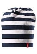 ШапкаГоловные уборы<br>Двусторонняя шапка из дышащего и быстросохнущего материла Play Jersey<br> <br> - Эластичный материал<br> - Быстросохнущий материал Play Jersey, приятный на ощупь<br> - Выводит влагу наружу и быстро сохнет<br> - Мягкий хлопчатобумажный верх, внутренняя поверхность хорошо выводит влагу<br> - Эластичный удобный материал<br> - Фактор защиты от ультрафиолета 40+<br> - Двухсторонняя модель<br> - Сплошная подкладка: отводящий влагу материал Play Jersey<br> - Логотип Reima спереди<br> - Принт по всей поверхности<br> - 65% Хлопок, 30% полиэстер, 5% эластан
