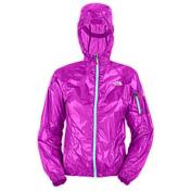 Куртка туристическаяОдежда туристическая<br>Анатомичный крой, стягивающийся капюшон, молния по всей длине, нагрудный карман, в который убирается изделия.<br>Вес: 70 гр.<br>Материал: 7D 24 г/м2 Pertex 100% нейлон.<br><br>Пол: Женский<br>Возраст: Взрослый<br>Вид: куртка