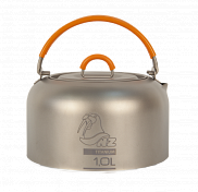 ЧайникПосуда туристическая<br>Титановый чайник NZ TK-101 Titanium Tea Kettle. Быстрозакипающий чайник из титана. Имеет минимальный вес и высокую прочность.<br><br>- Титановый чайник,;<br>- Чехол;<br><br>Вес: 150 г.<br>Габариты: 145x145x88 мм<br>Материал: Титан 0.4<br>Объем: 1000 мл