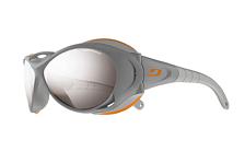 Очки солнцезащитныеОчки солнцезащитные<br>В этих очках, разработанных в сотрудничестве с элитной школой альпинизма в Шамони, собрано всё лучшее для высочайших гор и экстремальных условий. Explorer – это новый уровень альпинистских очков: линзы с впечатляющей защитой, защита от вредных&amp;nbsp;&amp;nbsp;ультрафиолетовых лучей, вентиляция против запотевания.<br><br>Цвет Линз: Spectron 4 Brown Silver Flash Mirror/Category: 4<br>Форма Оправы: Овальные<br>Стиль Оправы: Ободковые<br>Материал Оправы: Пластиковые<br>Материал Линз: Поликарбонат