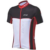 ДжерсиВелоодежда<br>Современный дизайн футболки с коротким рукавом.<br>Предназначен для мужчин.<br>ComfortDry ткань.<br>Полной длины YKK молния в цвет.<br>Лайкровые вставки на рукавах и внизу.<br>4 задних кармана, один на молнии.<br>Светоотражающие элементы спереди и сзади.<br>Размеры: S, M, L, XL, XXL и XXXL.<br>Цвета: черный/синий, черный/красный.<br><br>Пол: Унисекс<br>Возраст: Взрослый<br>Вид: майка, футболка