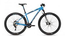 ВелосипедКолеса 29 (найнеры)<br>Vertex 930 - начальная комплектация в линейке спортивных кросс-кантрийных велосипедов ROCKY MOUNTAIN. Лёгкая и жесткая алюминиевая рама спортивной геометрии и надёжное навесное оборудование спортивного уровня позволяет использовать Vertex 930 не только как регулярный тренировочный аппарат но и принимать участие в соревнованиях различного уровня.<br> <br> Особенности:<br> <br> - лёгкая и жесткая алюминиевая рама с спортивной геометрией<br> - амортизационная вилка Manitou<br> - новейшая трансмиссия Shimano XT 8000<br> - одна из лучших моделей спортивной резины - Maxxis Ikon<br> &amp;nbsp;<br> Технические характеристики:<br> <br> Рама: Аллюминий 6061 SL Гидроформинг. Каретка Press Fit. Конусный рулевой стакан. Внутренняя проводка тросов.&amp;nbsp;<br> Вилка: Manitou Marvel Comp, ход 100mm.<br> Диаметр колес: 29&amp;nbsp;<br> Кол-во скоростей: 22<br> Переключатель задний: Shimano Deore XT RD8000<br> Переключатель передний: Shimano SLX 2-скорости<br> Шифтеры: Shimano SLX<br> Тип тормозов: дисковые гидравлические<br> Тормоза: Shimano SLX&amp;nbsp;<br> Система: FSA Comet, звёзды 38/28T<br> Кассета: Shimano SLX 11-40T<br> Покрышки: Maxxis Ikon 29 x 2.2 Кевларовый корд.<br> Вес:&amp;nbsp;12.4 кг<br>