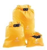 СумкаГермобаулы<br>Содержимое мешка Deuter Light Sack Dry L останется сухим и чистым в походе под дождём, в плавание под парусом, при строительстве песчаных замков или под ветром пустыни. Эти лёгкие упаковочные мешки трёх размеров защитят ваше снаряжение или одежду от влаги и пыли и песка. Если мешок правильно закрыть он герметичен.<br>Особенности:<br>- закрывается свёртыванием верха<br>- водонепроницаемый нейлон taffeta с покрытием Carbonite PU<br>- швы проклеены лентой<br><br>Материал: Taffeta Carbonite<br>Вес: 48 г.<br>Объём: 8 л.<br>Размеры: 49x30 см.<br><br>Пол: Не определен