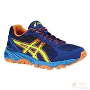 Беговые кроссовкиКроссовки для бега<br>Детское издание популярной серии беговых кроссовок для бега по бездорожью ASICS FUJITRABUCO. Подойдет для прогулок, пробежек и другой активности.<br><br>ASICS Гель® &amp;#40;специальный вид силикона&amp;#41; впятке<br>поглощает удар,снижает нагрузку на пятку, колени и позвоночник ребенка.<br><br>Система поддержки ДуоМакс®<br>Средняя подошва двойной плотности для поддержки стопы и<br>стабильности.<br><br>Система Трасстик®<br>Литой элемент, расположенный под центральной частью подошвы. Обеспечивает стабильность, лёгкость, предотвращает скручивание стопы.<br><br>АХАР®<br>Резина повышенной износостойкости, продлевает срок службы обуви.<br><br>Съёмная стелька<br>Стелька, которая может быть извлечена для замены на ортопедическую.<br><br>Для детей школьного возраста.<br><br>Вес: 240гр.<br><br>Пол: Унисекс<br>Возраст: Детский