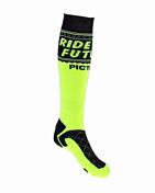 НоскиНоски<br>Эргономичные носки для активного отдыха и занятий спортом<br> <br> -вентиляция<br> -DryFit - влага выводится на поверхность и испаряется, ноги всегда в тепле и сухости<br> -состав 80% нейлон, 18% восстановленный полиэстер, 2% спандекс<br>