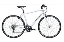 ВелосипедШоссейные<br>Городской фитнес велосипед Trek 7.5 FX 2015. Велосипед оснащён алюминиевой рамой. Установленны жесткая вилка Bontrager Nebula, E2, carbon, SpeedTrap compatibleВ , ободные механические тормоза, а также полупрофессиональное оборудование. Trek 7.5 FX 2015 очень удобен для перемещений по городским улицам и велопрогулок в парках.<br><br>Рама и амортизаторы<br><br>Рама: FX Alpha Gold Aluminum w/IsoZone monostay<br>Вилка: Bontrager Nebula, E2, carbon, SpeedTrap compatibleВ <br>Цвета: Metallic Black<br><br>Цепная передача<br><br>Манетки: Shimano R440, 9 speed<br>Передний переключатель: Shimano Sora<br>Задний переключатель: Shimano Deore<br>Шатуны: FSA Vero, 50/34 &amp;#40;compact&amp;#41;<br>Кассета: SRAM PG-950 11-34, 9 speed<br>Педали: Nylon body w/alloy cage<br><br>Колеса<br><br>Обода: Formula TK31 alloy front hub; Formula TK32 alloy rear hub w/Bontrager Approved 24-hole alloy rims<br>Покрышка: Bontrager AW1 Hard-Case, 700x28c<br><br>Компоненты<br><br>Передний тормоз: Tektro alloy linear-pull brakes w/Tektro adjustable-reach alloy levers<br>Задний тормоз: Tektro alloy linear-pull brakes w/Tektro adjustable-reach alloy levers<br>Грипсы: Bontrager Satellite IsoZone Elite, lock-on, ergonomic<br>Руль: Bontrager Satellite Plus IsoZone, 31.8mm, 15mm rise<br>Вынос: Bontrager SSR, 31.8mm, 10 degree<br>Рулевая колонка: Slimstak E2, semi-cartridge bearings, sealed<br>Седло: Bontrager Evoke 1<br>Подседельный штырь: Bontrager Nebula, 27.2mm<br>Производство: Разработка: США. Производство: КНР &amp;#40;Тайвань&amp;#41;.<br><br>Пол: Мужской<br>Возраст: Взрослый